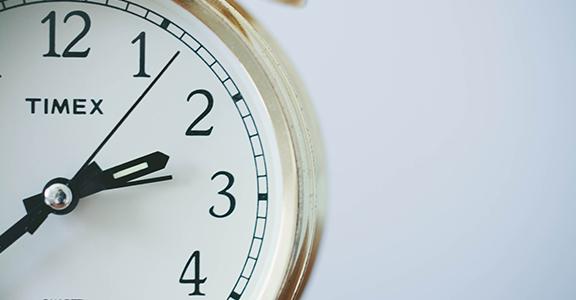 Domenica 25 ottobre, lancette dell'orologio indietro di un'ora: si ripristina l'ora solare
